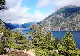 パリローチェのナウエル・ウアピ湖