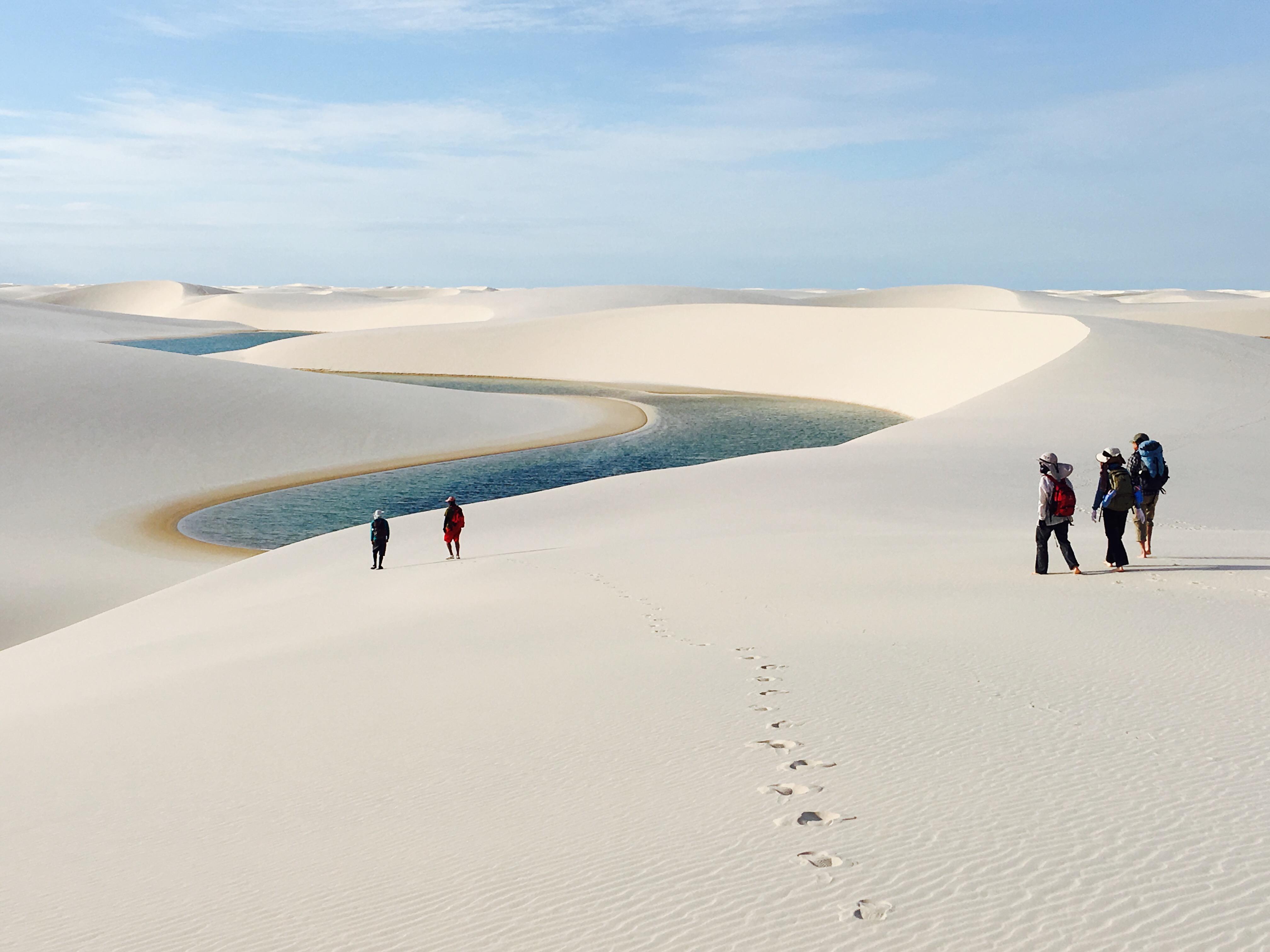 純白のシーツを広げたように美しいレンソイス白砂漠(ブラジル)