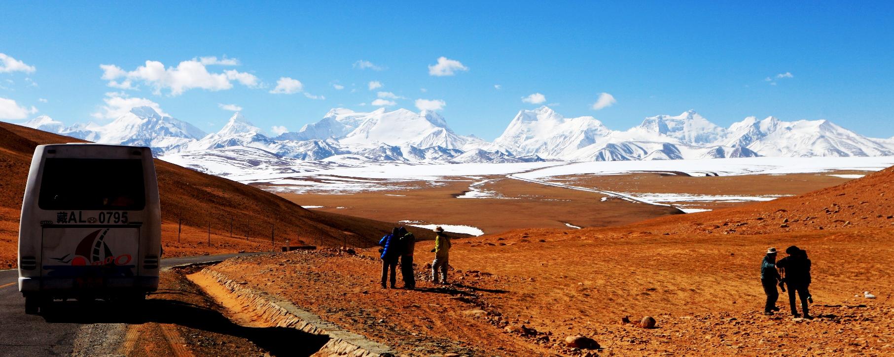 ヒマラヤ山脈の大パノラマを望む(中国・チベット)