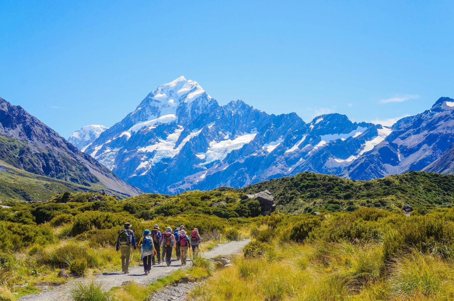 マウントクック山麓のフッカー谷にてマウントクック山麓をハイキング(ニュージーランド)