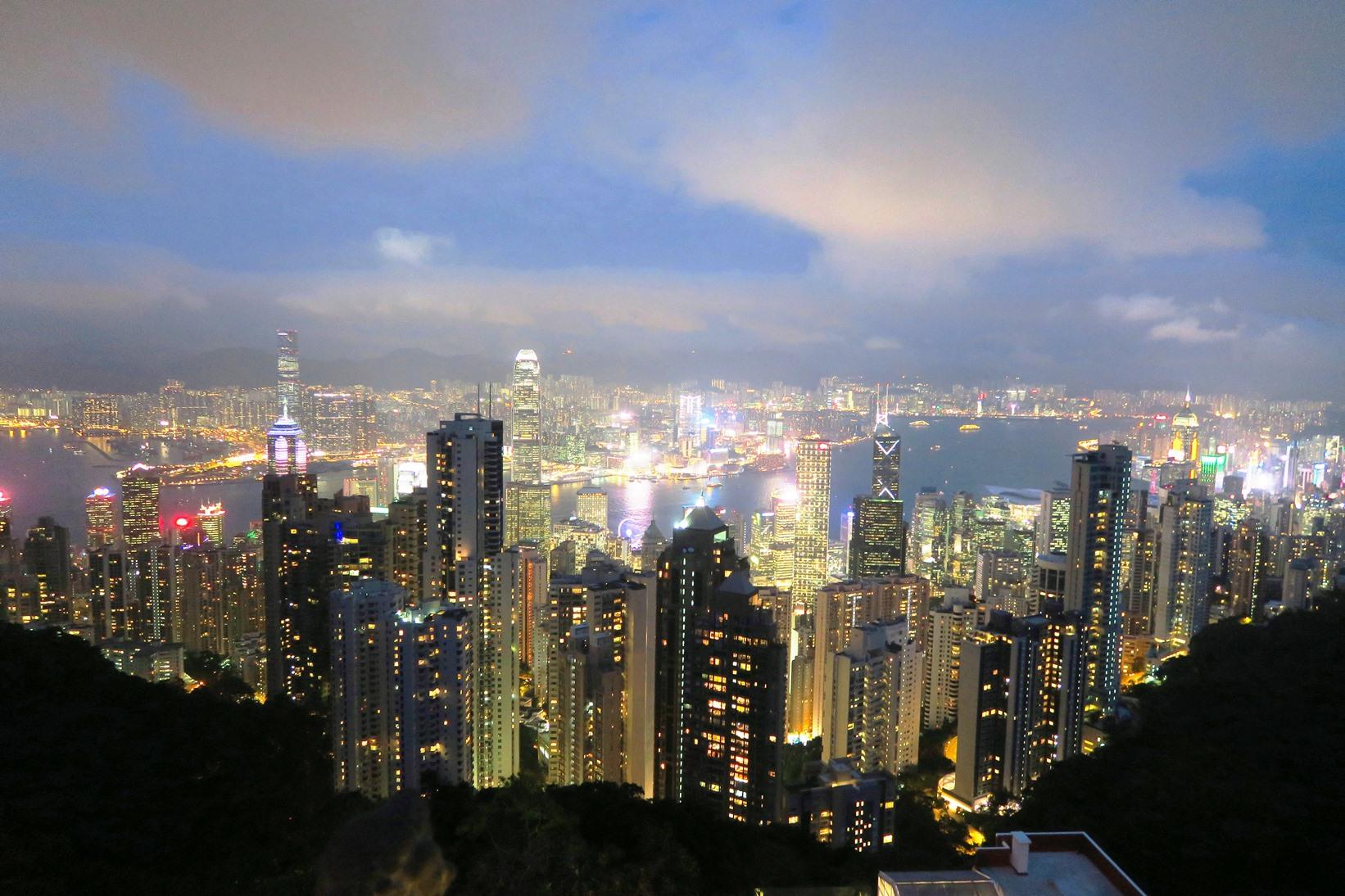 世界三大夜景のひとつビクトリアピークから望む百万ドルの夜景