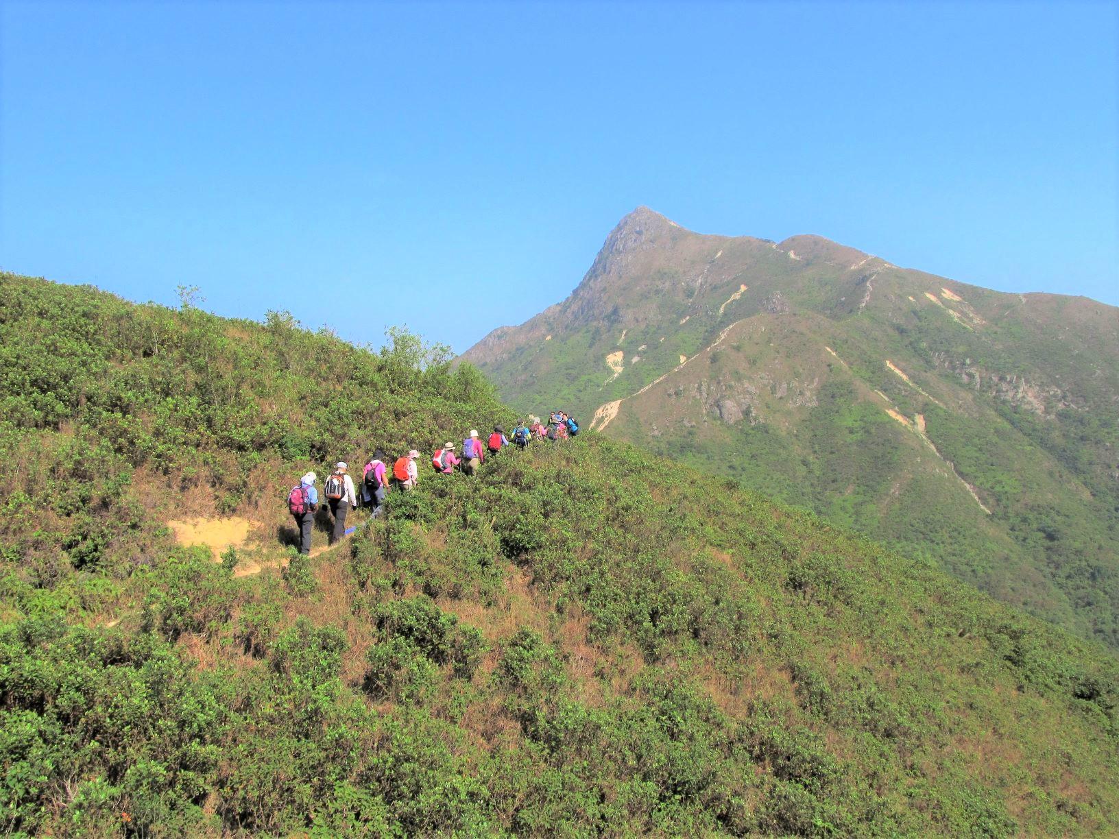 香港の名峰シャープピーク(468m)の山頂へ
