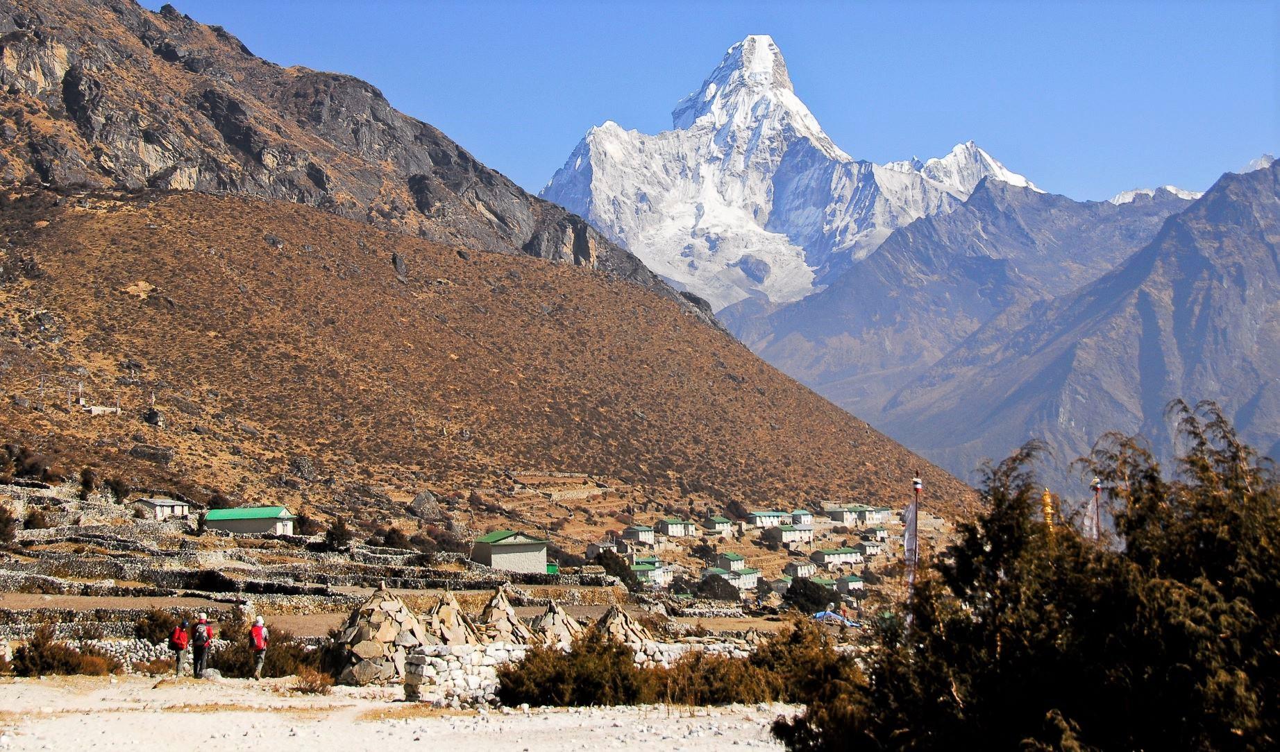 シェルパ族の暮らすクムジュン村からのアマダブラム(6,812m)