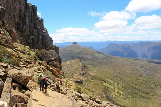 ぺリオンギャップ(1,126m)からタスマニア島の最高峰Mt.オッサ(1,617m)へ