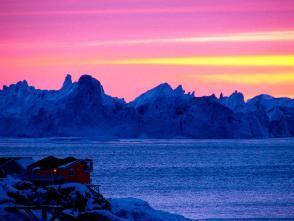 1時間以上も続く氷山に沈む絶景の夕陽