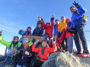 無事全員っでキナバル山に登頂!