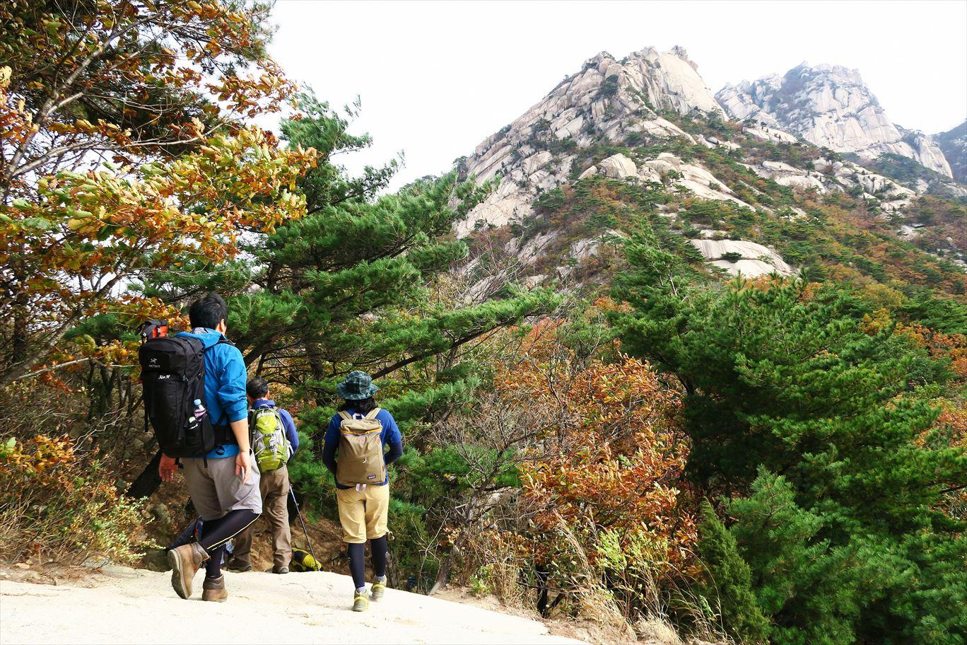 モンベルxアルパインツアー・コラボレーション特別企画 ソウルの名峰・北漢山十二城門周遊トレッキング 4日間