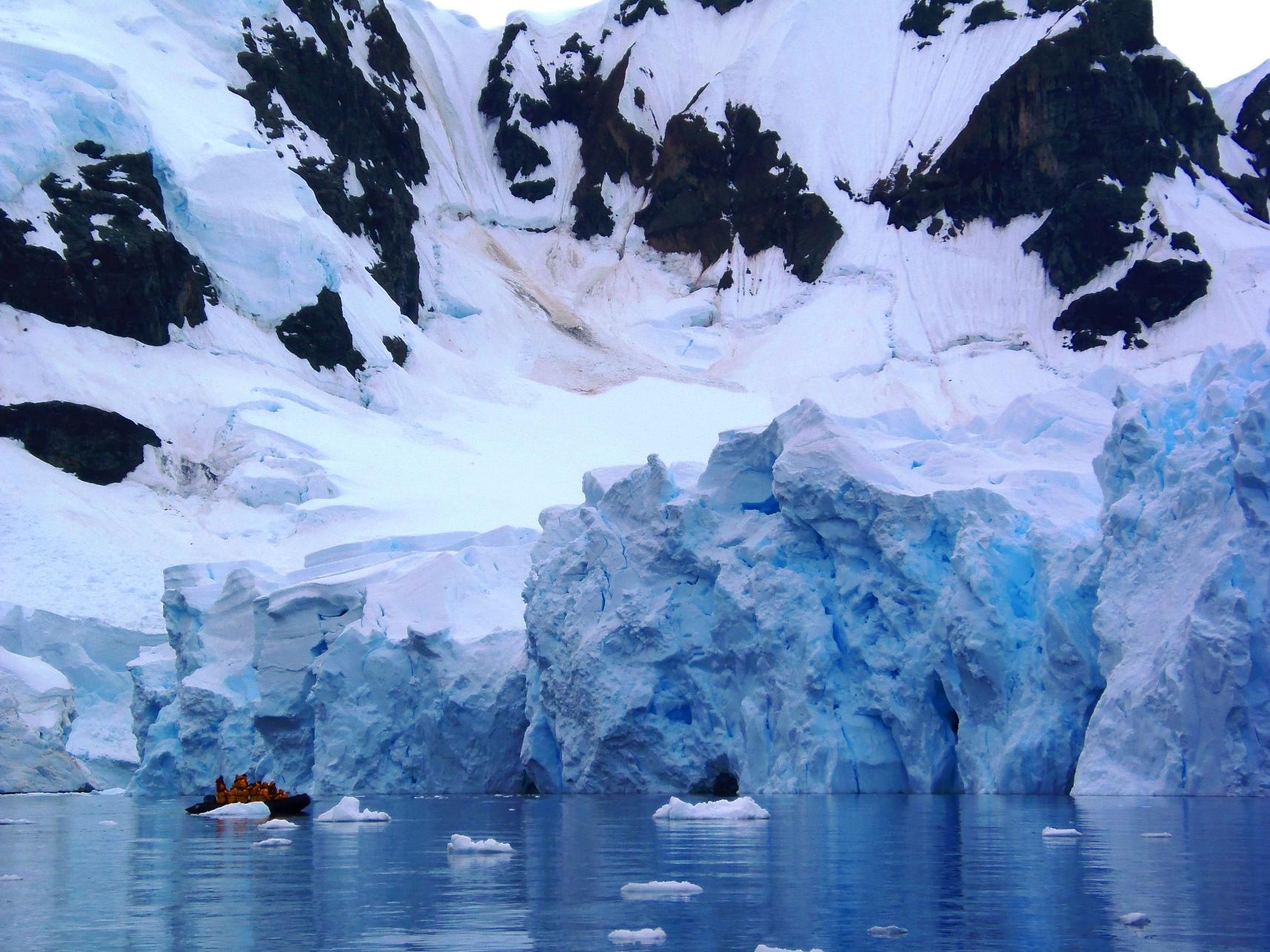 2月9日出発「南極半島探検クルーズ 16日間」