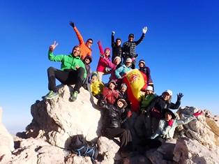 テイデ山頂にてスペイン国旗を掲げる