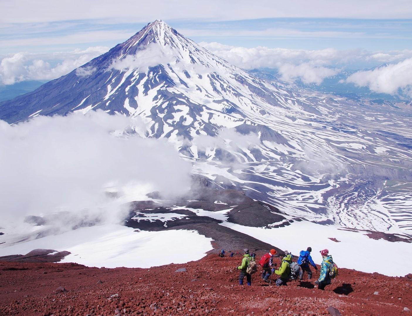 7月21日出発「カムチャッカ半島アバチャ山登頂と花のバチェカズェッツ山麓 5日間」