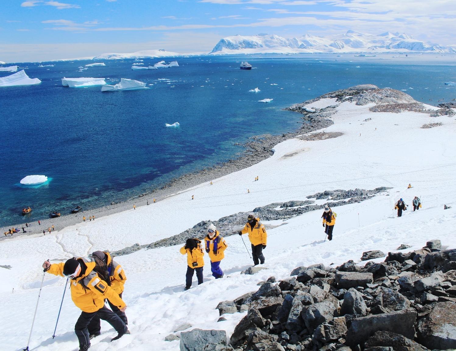 1月5日出発「南極半島探検クルーズ 16日間」