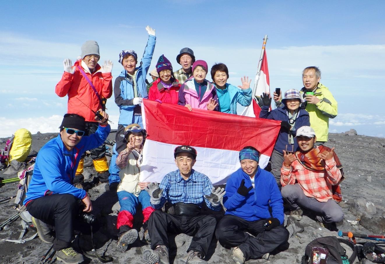 5月13日出発「ジャワ島最高峰スメル山登頂と絶景の ブロモ山展望、ボロブドゥール遺跡 8日間」