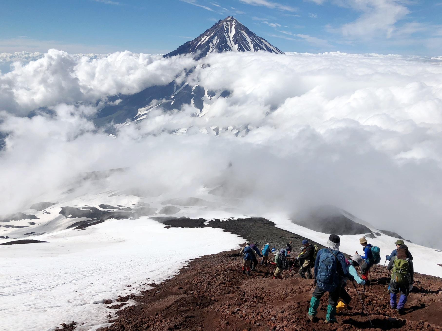 7月27日出発 「カムチャッカ半島アバチャ山登頂と 花のバチェカズェッツ山麓 5日間」