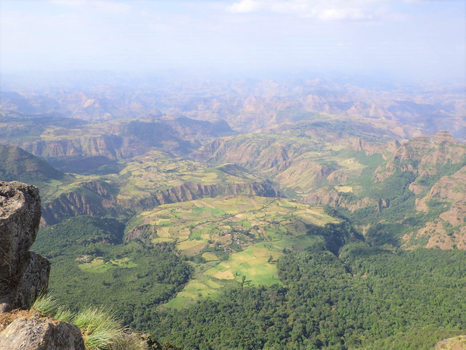 エチオピアの台地を見下ろす