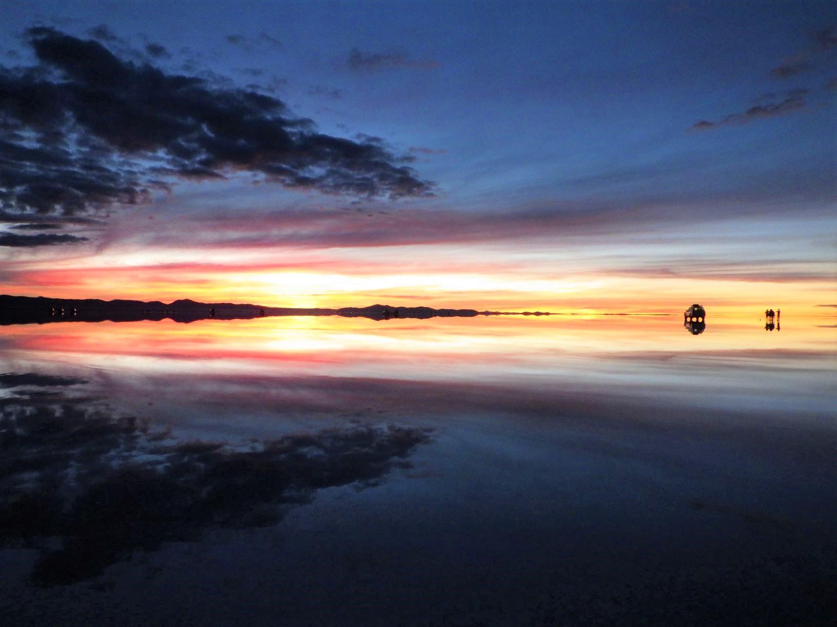 ウユニ塩湖で迎えたご来光