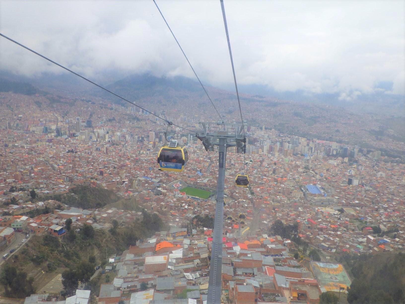 ゴンドラから見下ろすラパス市内