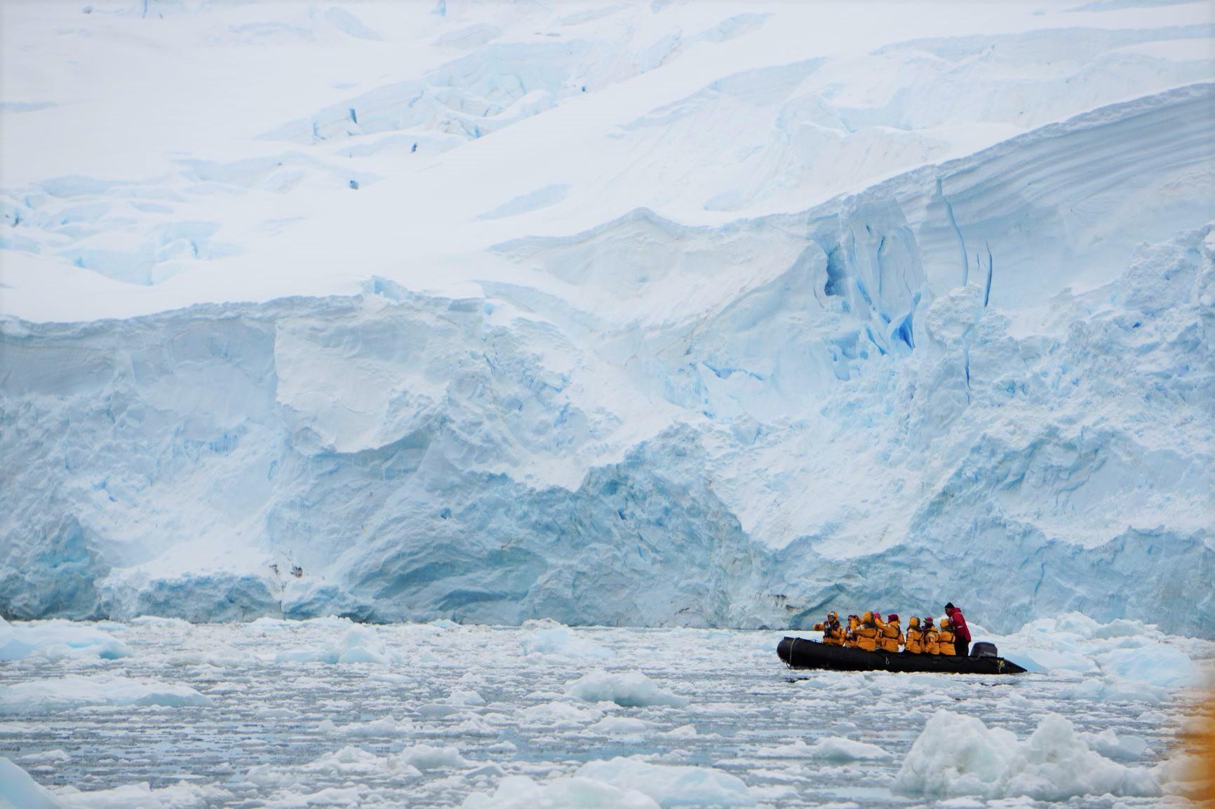 12月7日出発「南極半島探検クルーズ 16日間」