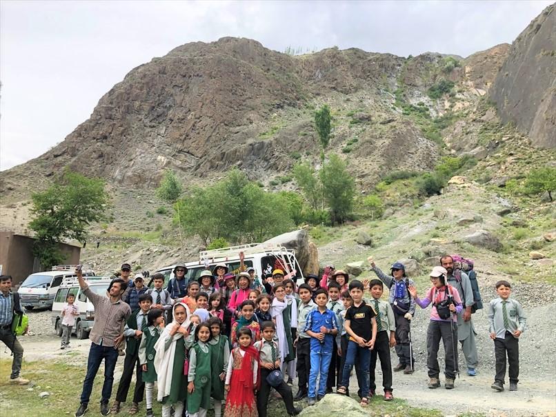 山麓の学生たちとの集合写真