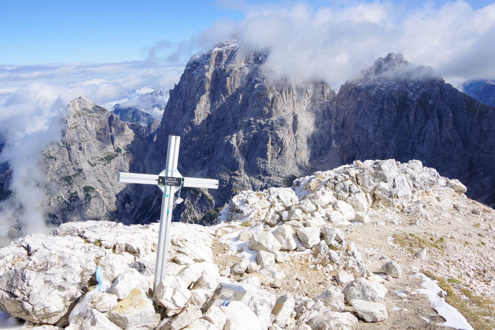 チマ・ディ・テラロッサ山頂