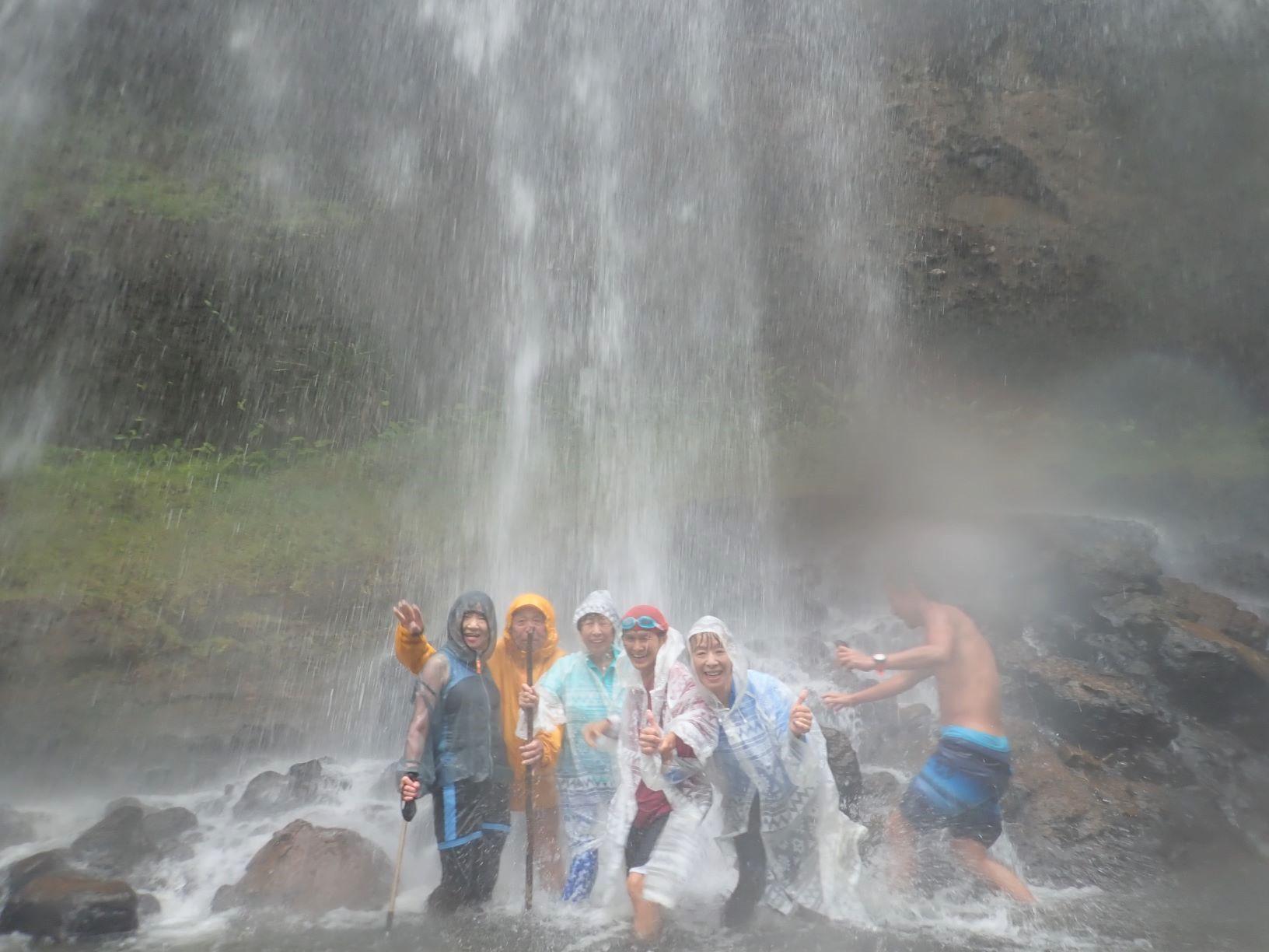 豪快なガラツマオの滝