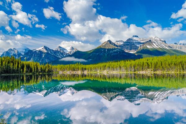 美しきロッキーの山々
