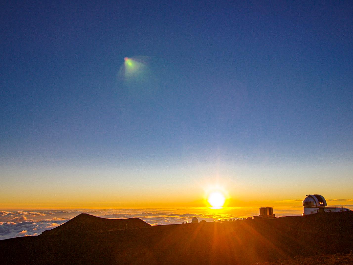 最高峰マウナケアからの美しいサンセット