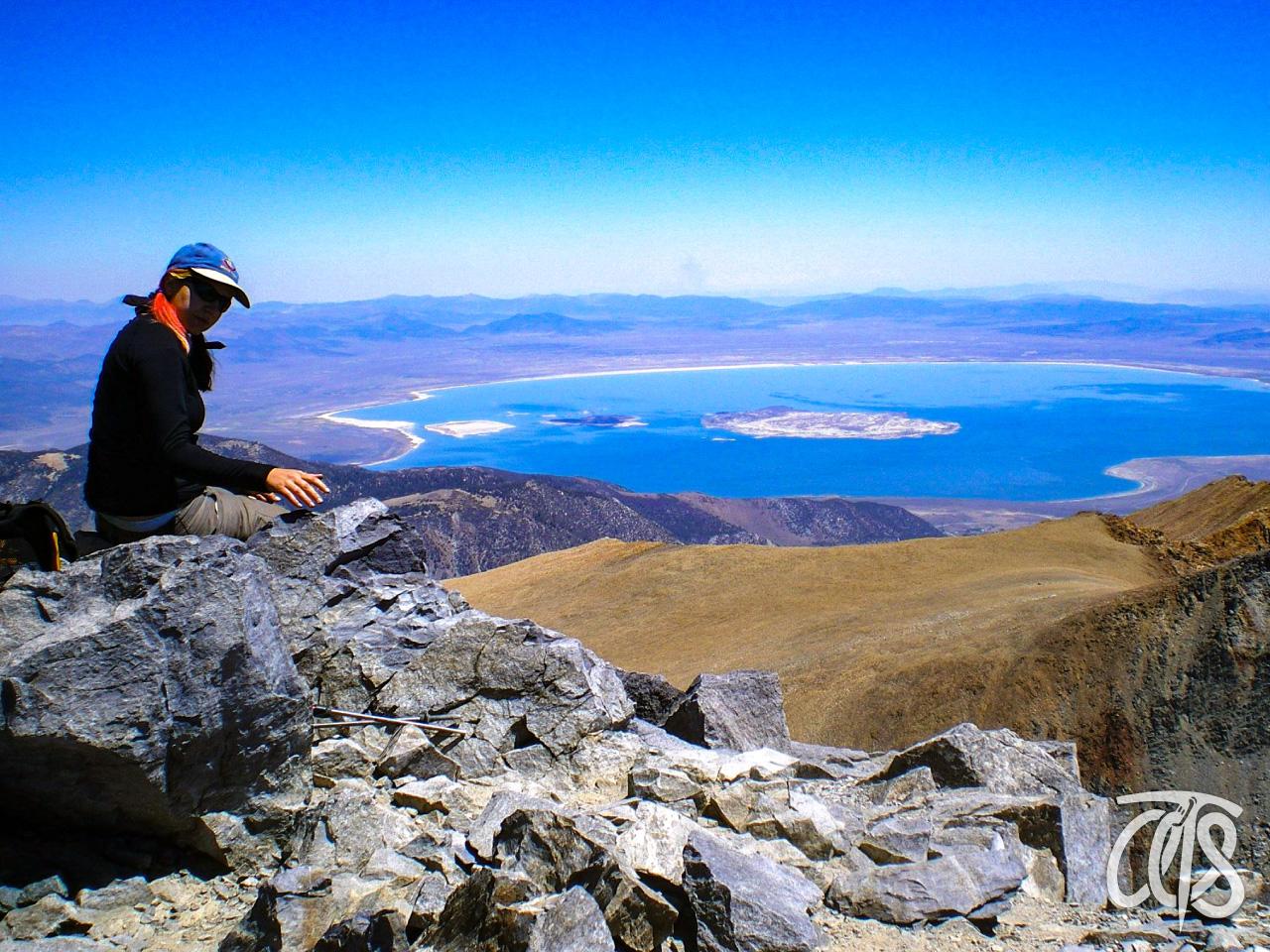 Mtデイナ頂上から望むモノレイク