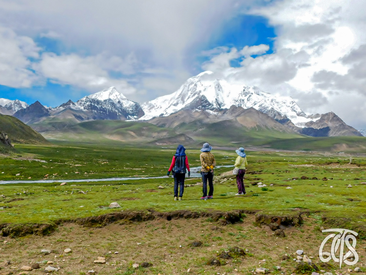 シュクラ近くから見たチョムカンリ峰