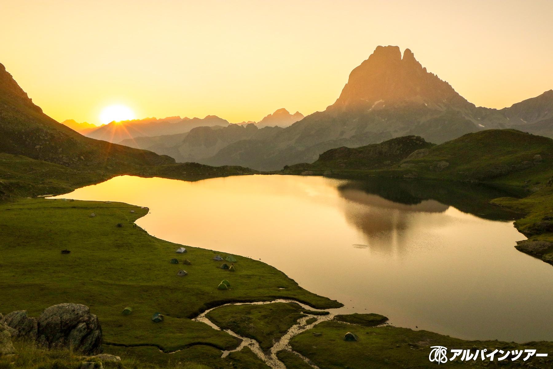 【今日の絶景】 朝を迎えるアユー小屋(ピレネー)