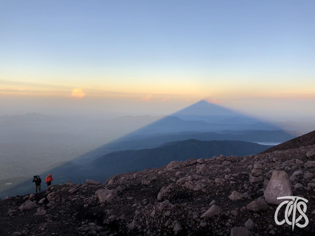 雲海に映る影クリンチ山