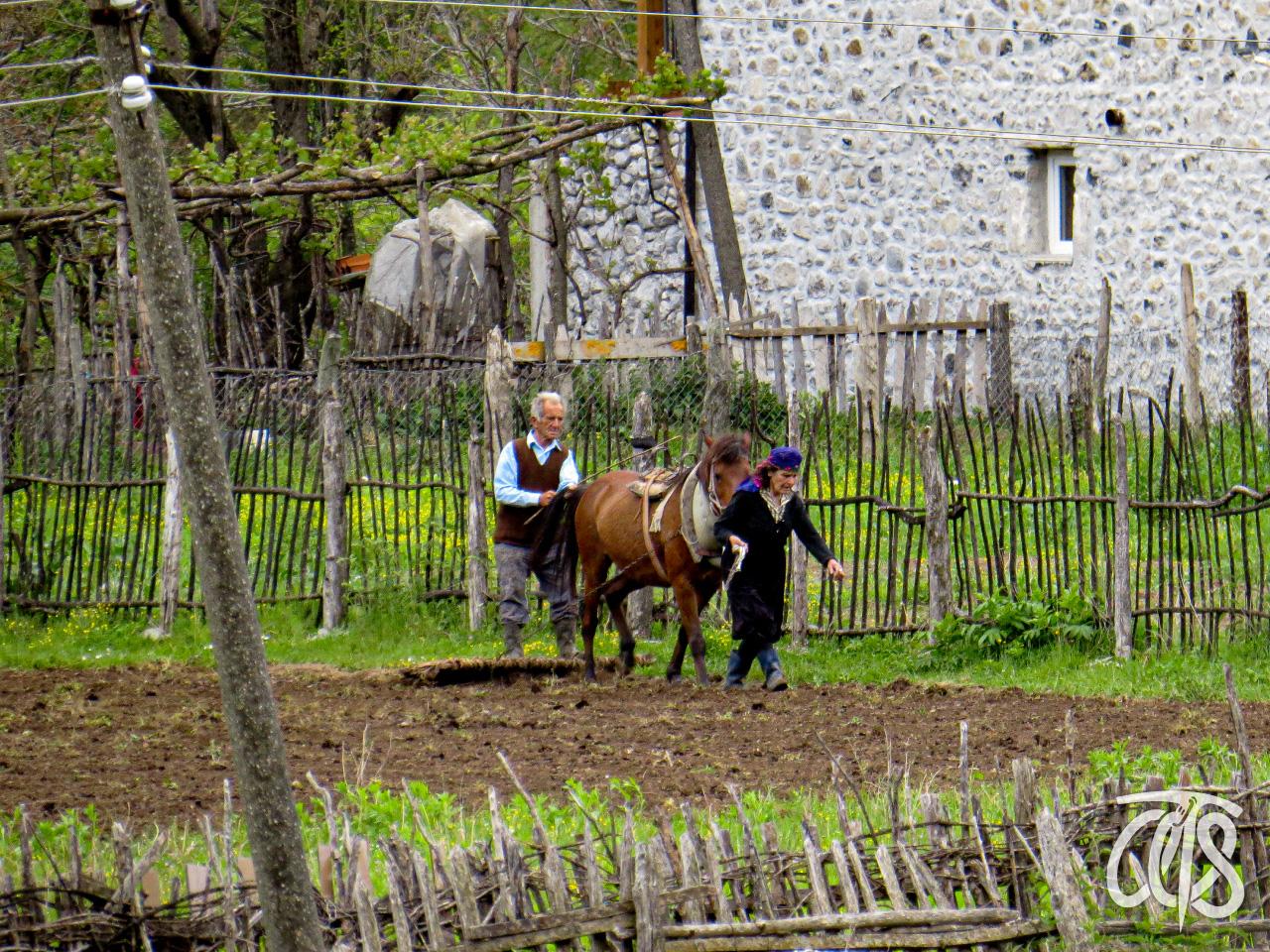 素朴な生活を営む村人たち