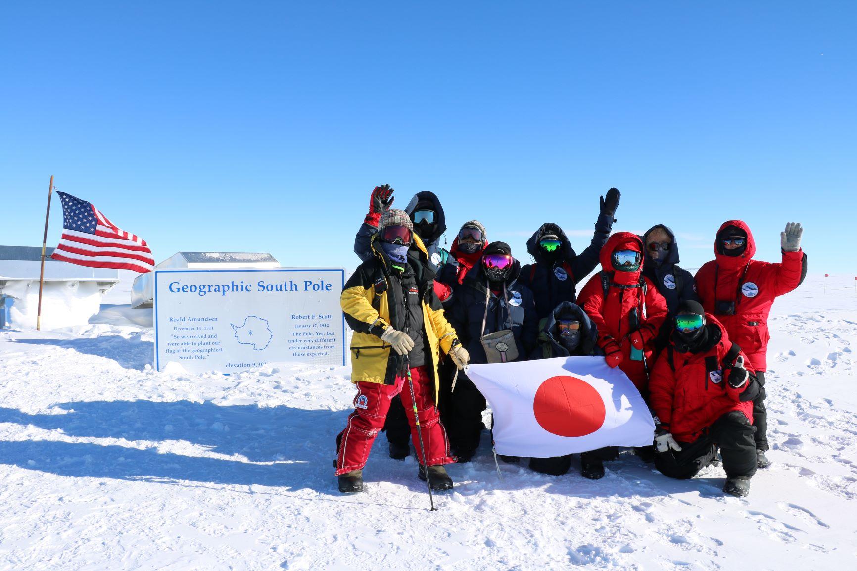 ジオグラフィック南極点で記念撮影