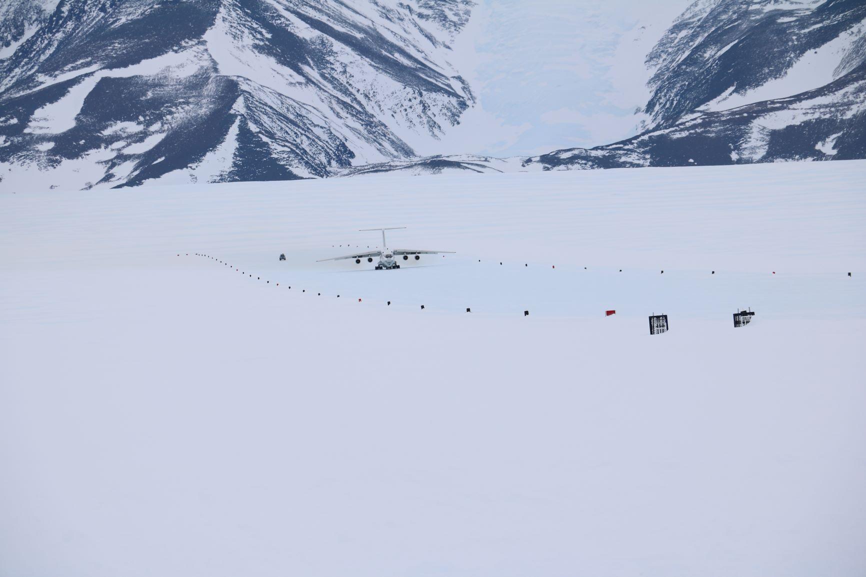 ブルーアイスに到着したイリューシン