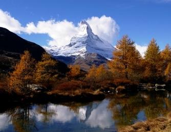 【催行間近】秋のスイス3大名峰展望ハイキングとエンガディンの静かな村