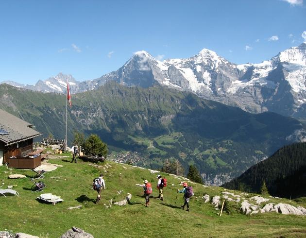 【モンベル×アルパインツアー・コラボ企画Bコース】憧れのヘルンリ小屋ハイキングと絶景のスイスの山小屋滞在 10日間
