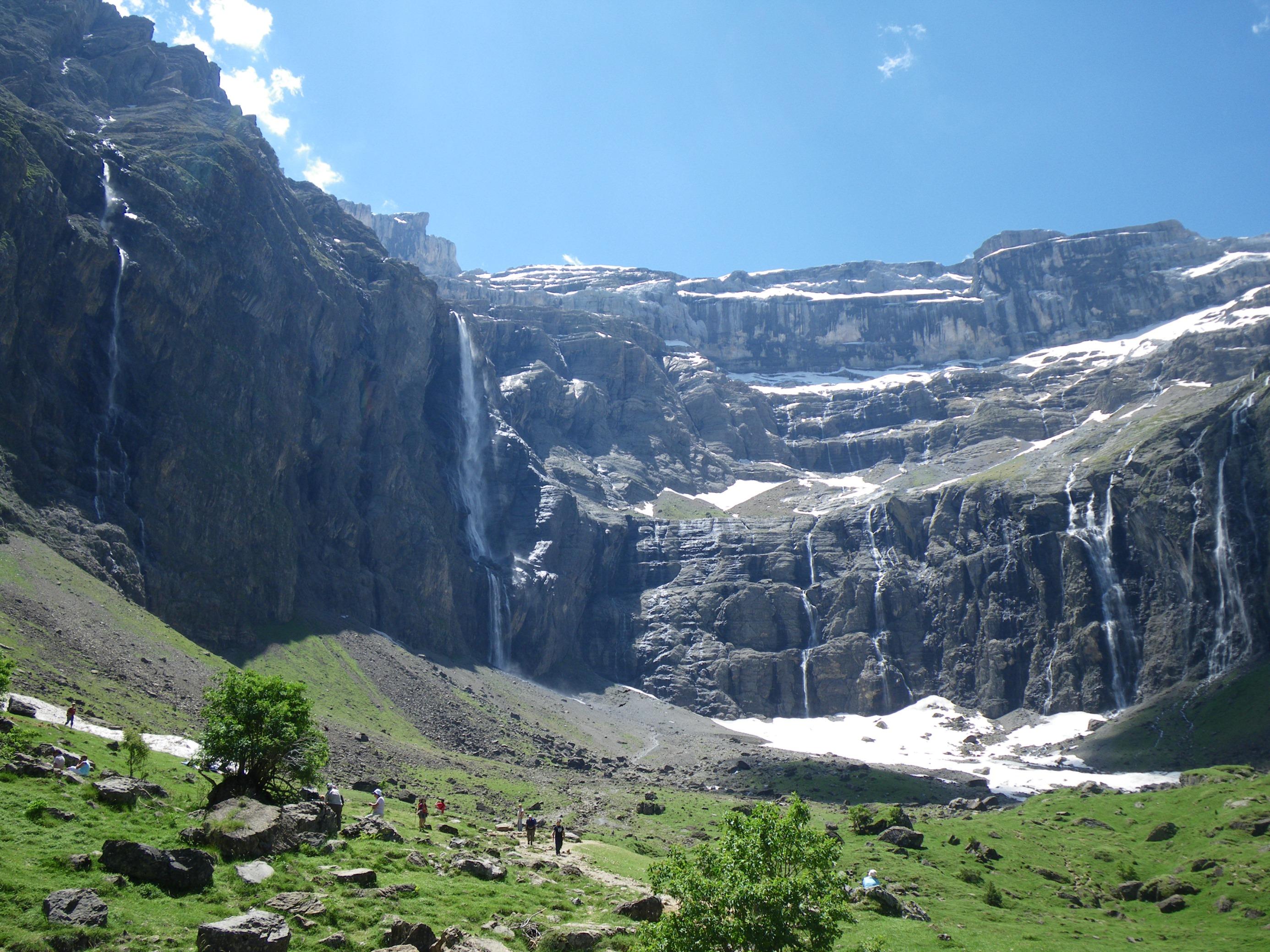 花の宝庫ピレネー山脈ゆったりハイキングとカタルーニャ地方の小さな街 11日間