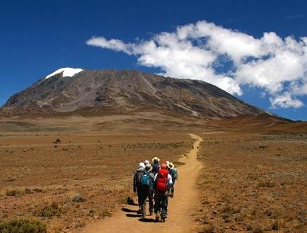 【催行間近・大募集中】2月23日出発【山麓乗り入れ】キリマンジャロゆったり登頂とアルーシャ国立公園サファリ 10日間