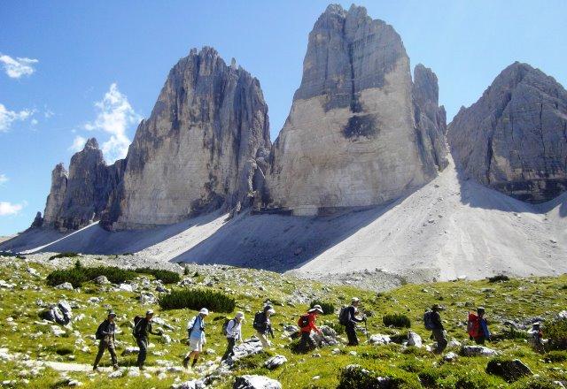 【特別企画】 緑豊かなチロルの美しい村々と迫力あるドロミテの岩峰展望ハイキング 10日間