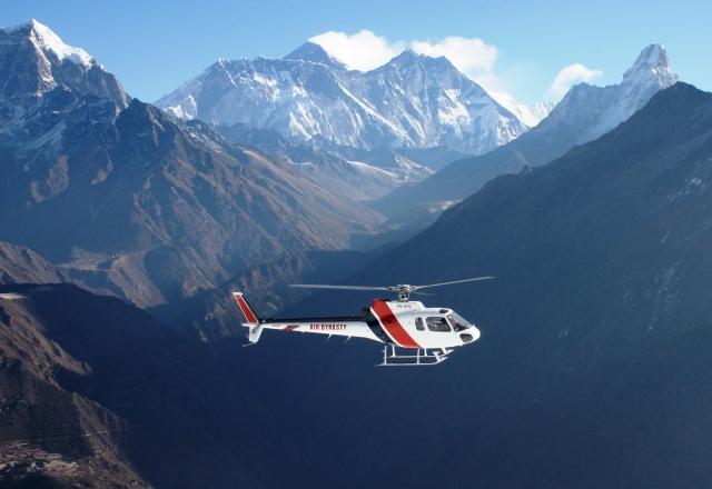 最高級ロッジでめぐるエベレスト展望 ヘリコプター・トレッキング 9日間