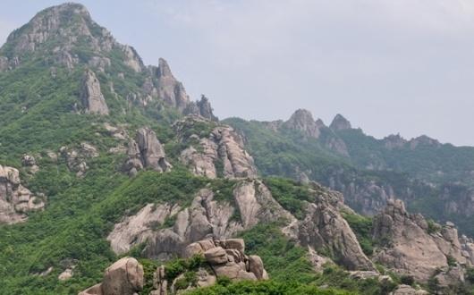 【創業50周年記念特別企画 韓国・Bコース】月出山(ウォルチュルサン)登頂と辺山半島(ピョンサンハントウ)ハイキング 4日間