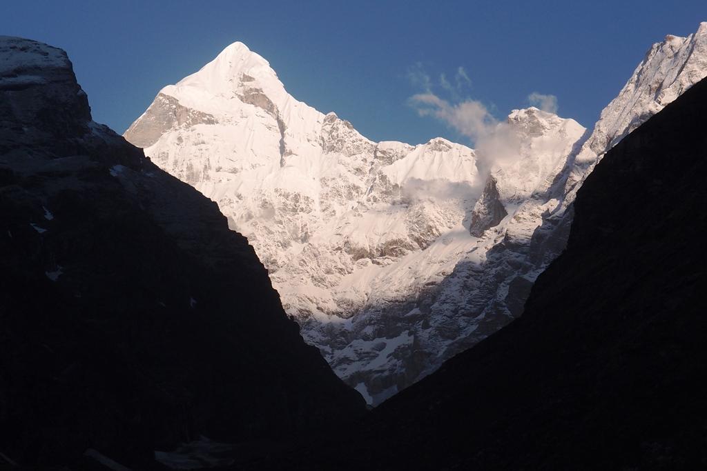 インド・ヒマラヤ、ガルワール山群展望ハイキングと聖地訪問 10日間