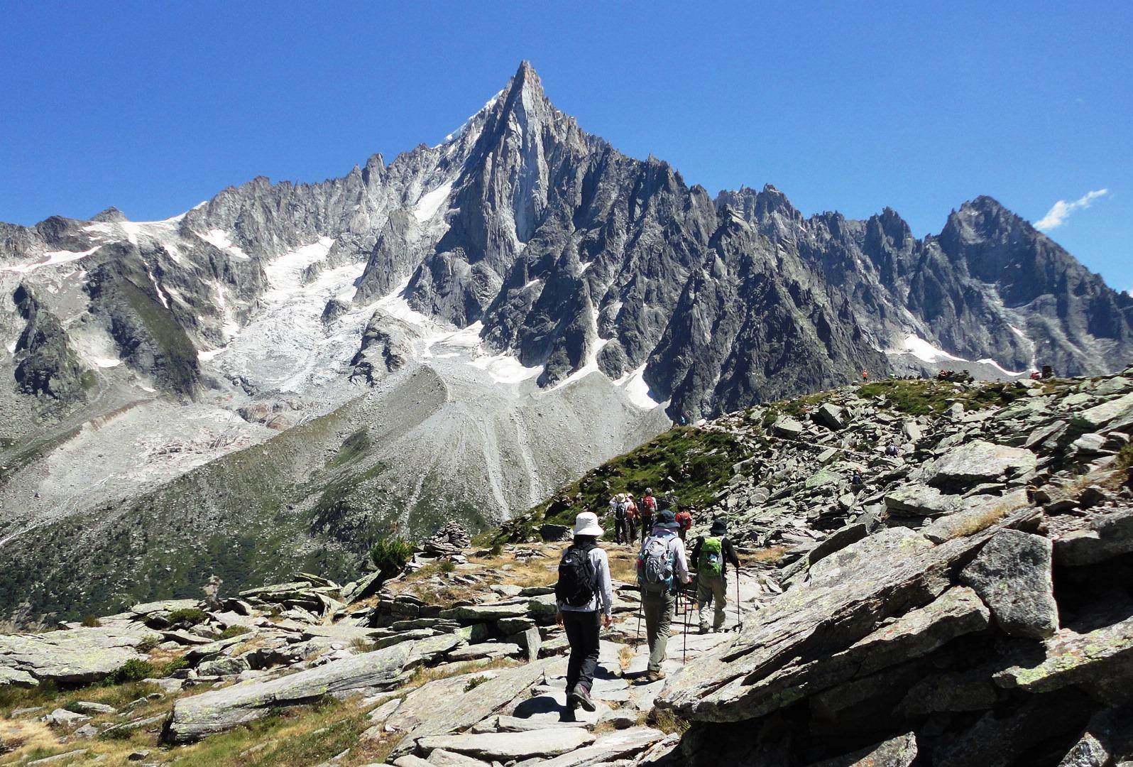 【催行予定・残席僅か】7月16日出発 シャモニ滞在ハイキングと 迫力のモンブラン南壁 8日間