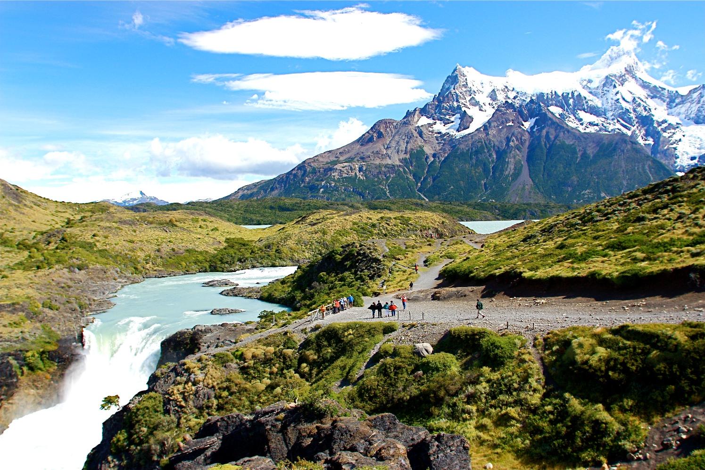 【催行決定・残席僅か】1月24日出発 パタゴニア4つの名峰展望ハイキングとイグアス滝 12日間