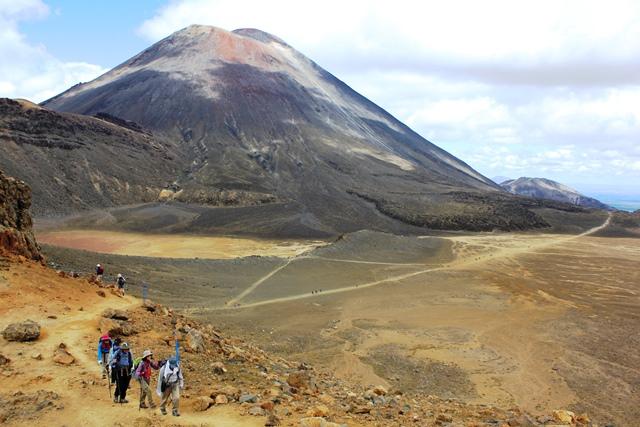 北島の名峰ルアペフ山、タラナキ山登頂とトンガリロ・クロッシング 9日間