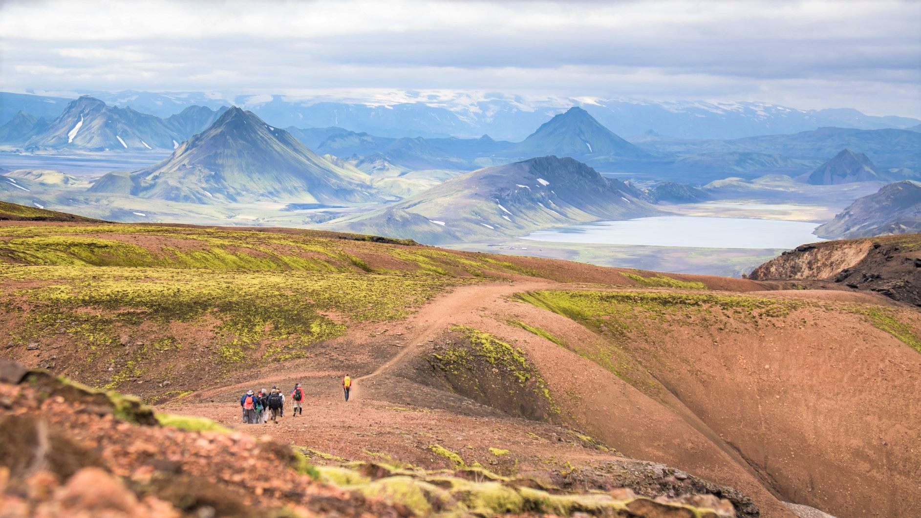 火と氷の島アイスランド ロイガヴェーグル・トレッキング 10日間
