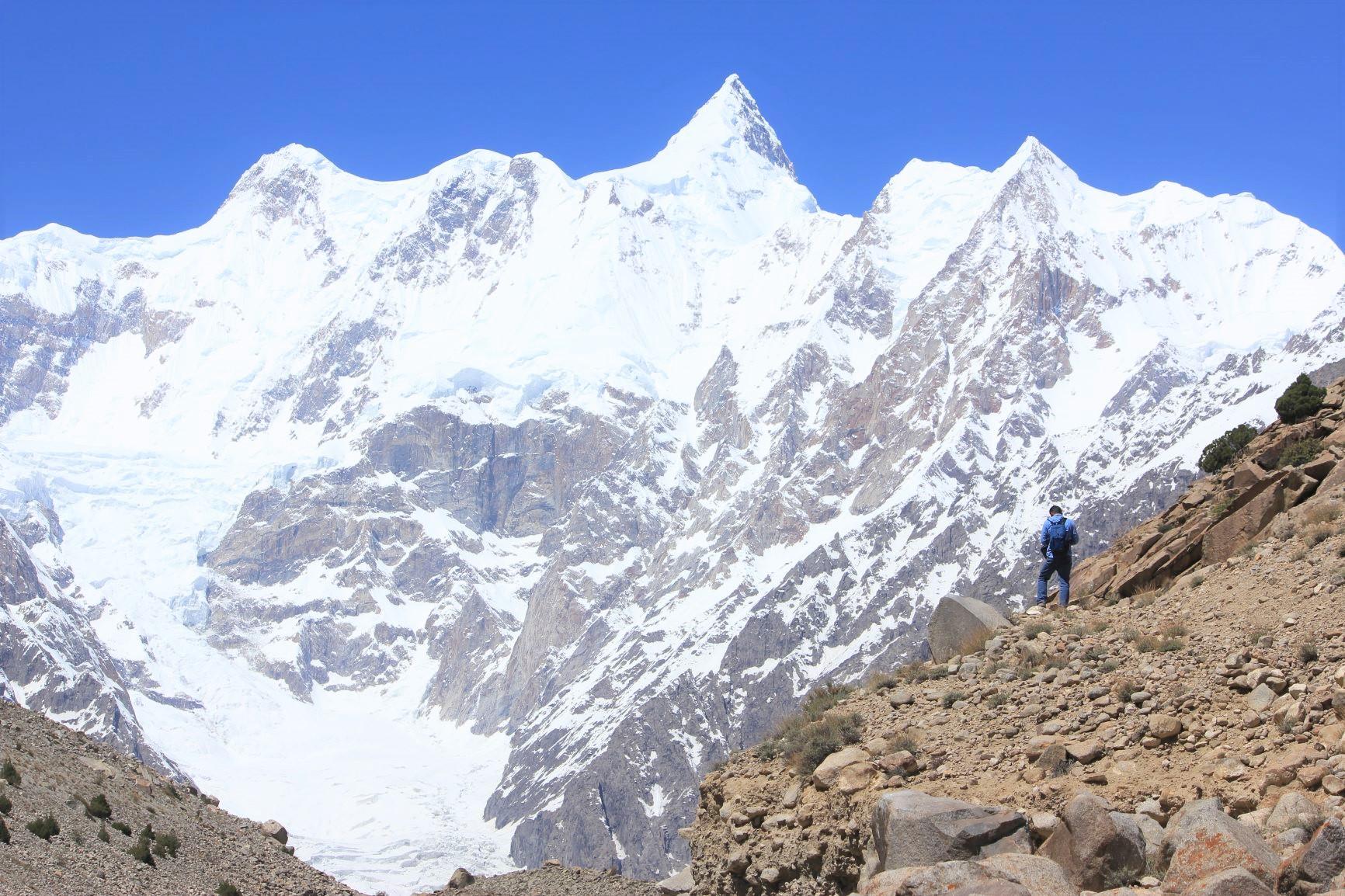 カラコルム山脈・大展望ハイキングとパミール高原国境越え 9日間