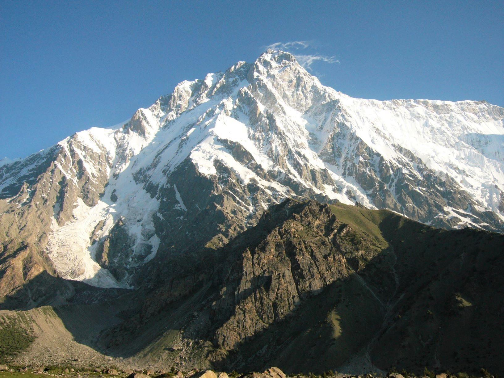 ナンガパルバット・ルパール壁ハイキングと花のデオサイ高原 12日間