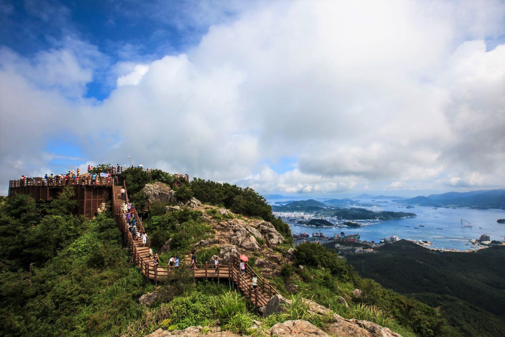 ツツジ咲く黄梅山と弥勒島ハイキング 4日間
