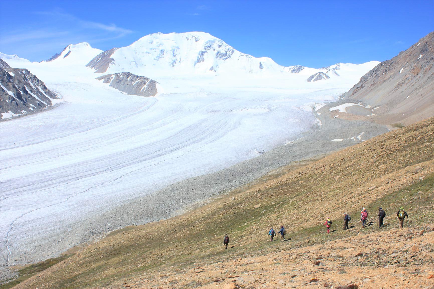 モンゴル・タバンボグド山群と氷河展望、フラワートレッキング 10日間