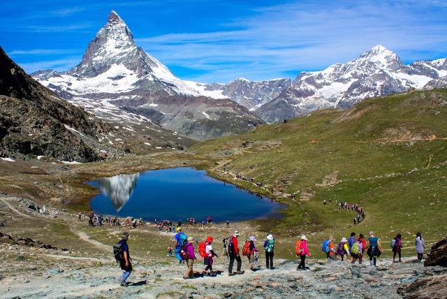 アルプス3大名峰展望ハイキングと山上のホテル宿泊 9日間